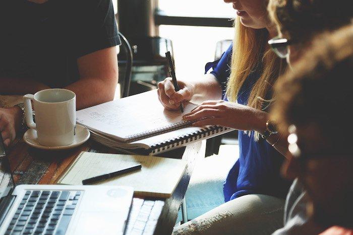 3 ventajas del aprendizaje entre iguales para el ámbito profesional